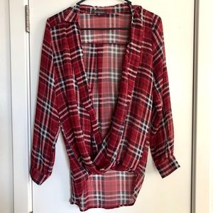 Red black & white gingham flowy long sleeve blouse
